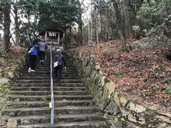 女体山への登山道